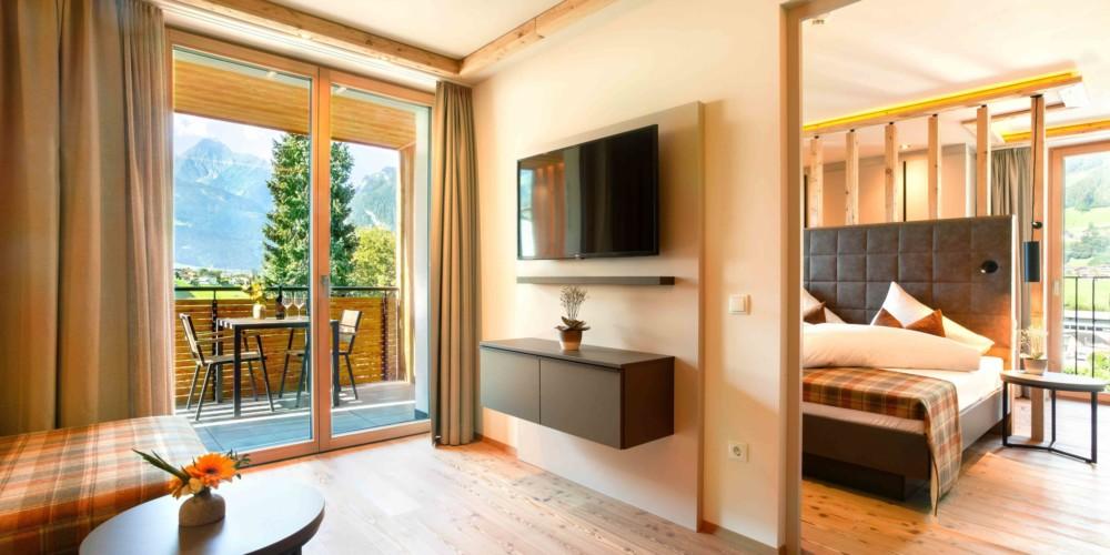 innen_og1_app13_wohn_zimmer_balkon
