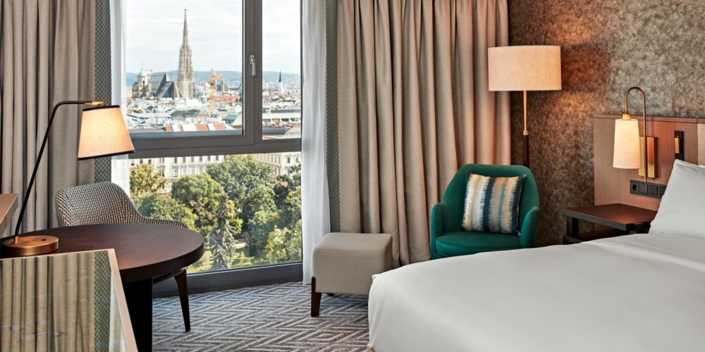 VIEHI_King Premium Room with Park View_Hilton Vienna_01