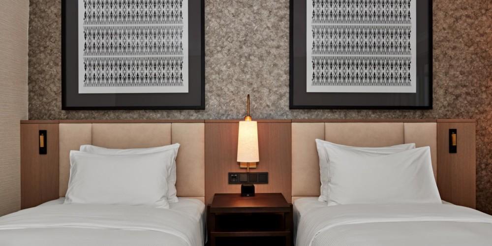 VIEHI_Twin Guest Room Premium, Twin Premium Room with Panorama View, Twin Premium Room with Park View_Hilton Vienna_02