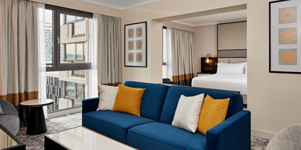 VIEHI_King One Bedroom Suite with Panorama View_Hilton Vienna_01