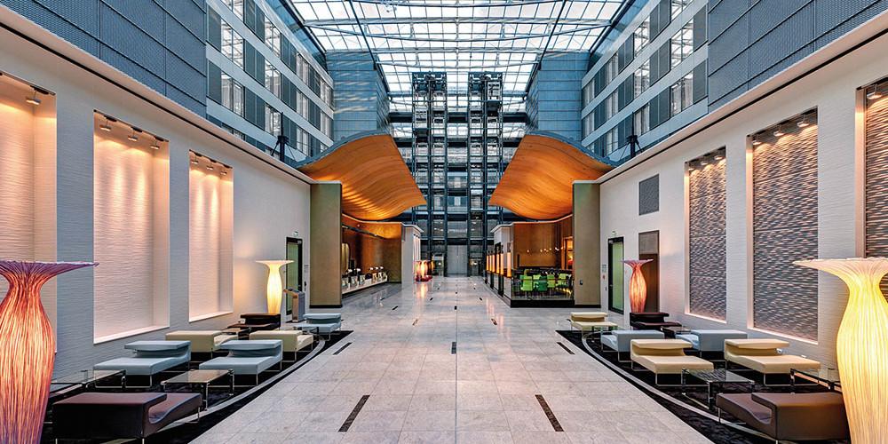 G_The-Squaire-Hilton-Lobby Hilton-k